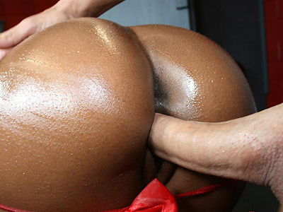 Busty ebony Rane gets a 40 poured on her big ass from 40oz Bounce