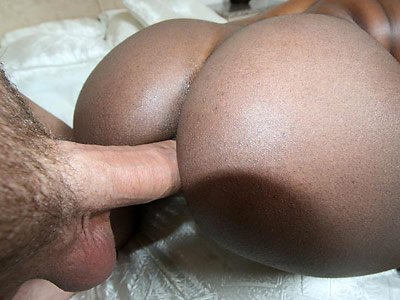 Stacked black girl Jada Fire fucks a guy in front of his friends from 40oz Bounce