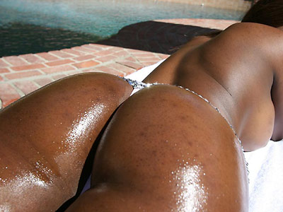 Super curvy ebony Milan shows off her insane curves from 40oz Bounce