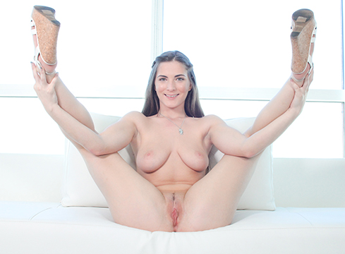 Molly Jane Tries Out Porn And Has Sex On Camera For The First Time - Picture 4
