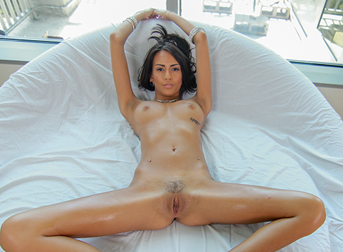 Petite Janice Griffith Oiled Up For Cum - Picture 5