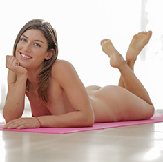 Hot Fit Julia Roca Tries Doing Yoga On A Fat Cock - Picture 3