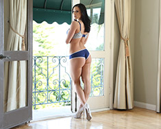 The Beautiful Kendra Lust Seduces Her Neighbor Into Sweet Sex - Picture 13