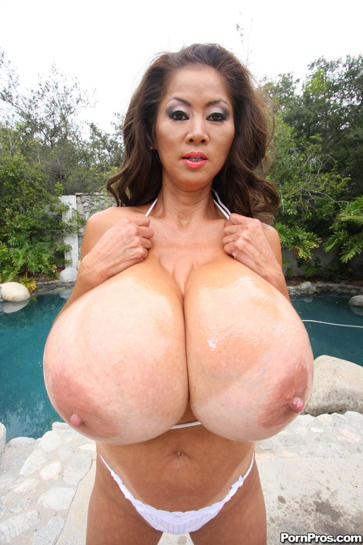 Худая японка с огромными сиьсками 6 фотография