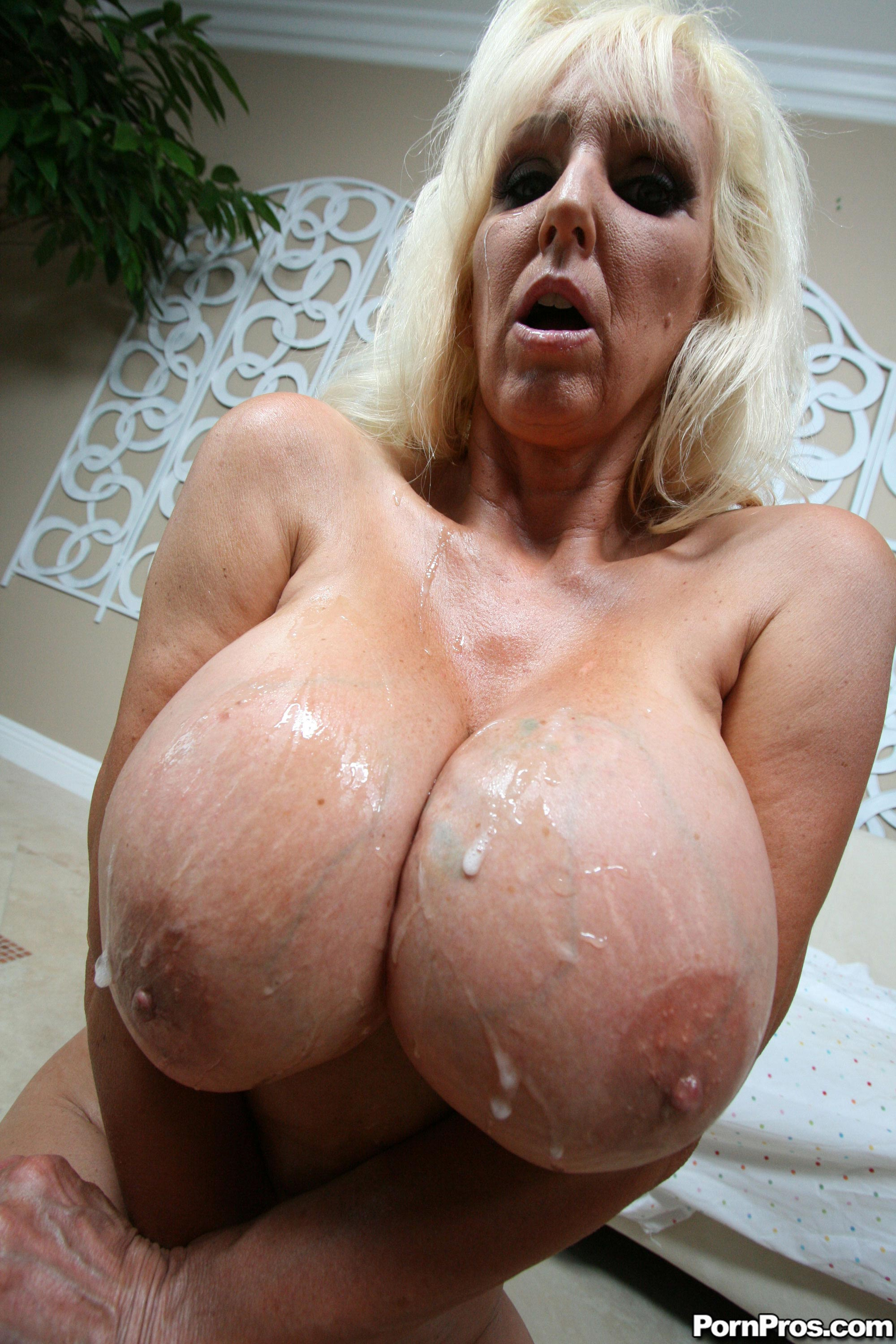 tia cyrus videos abuelas follando