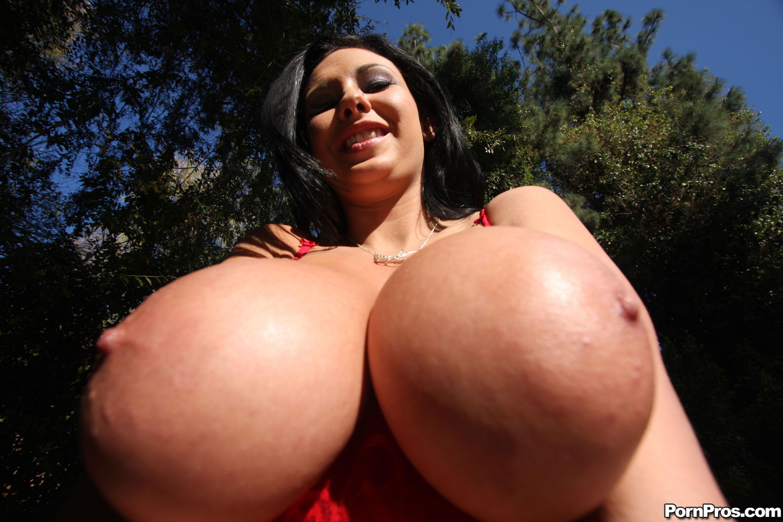пор грудь самая большая