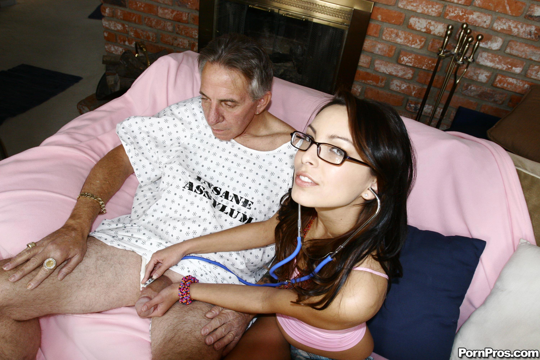Старики с медсестрами секс онлайн 10 фотография