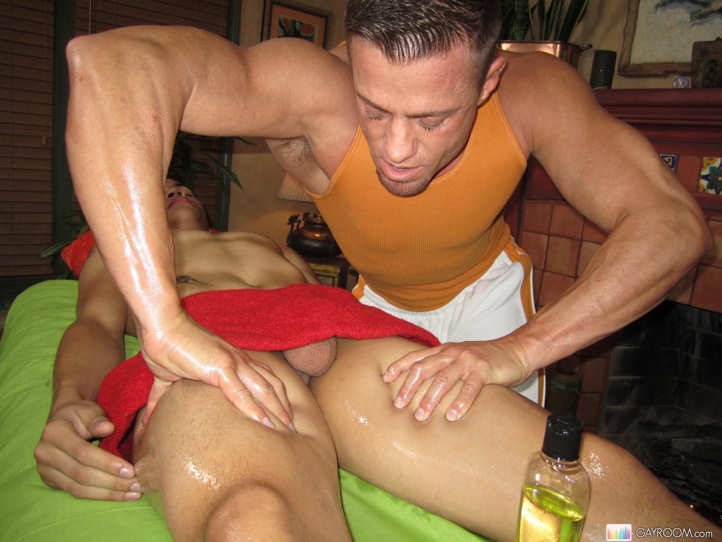 У мужика встал во время массажа порно, Массажистка сильно возбудилась во время массажа 11 фотография