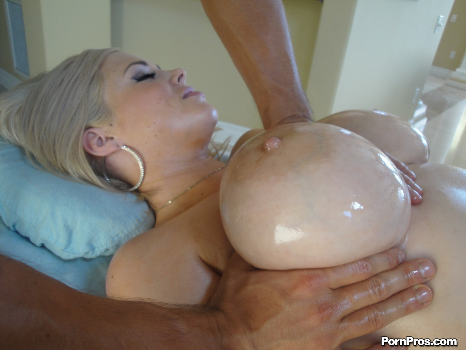 http://images.galleries.pornpros.com/galleries.massagecreep.com/htdocs/pb03/pb03_kathycox/full/06.jpg