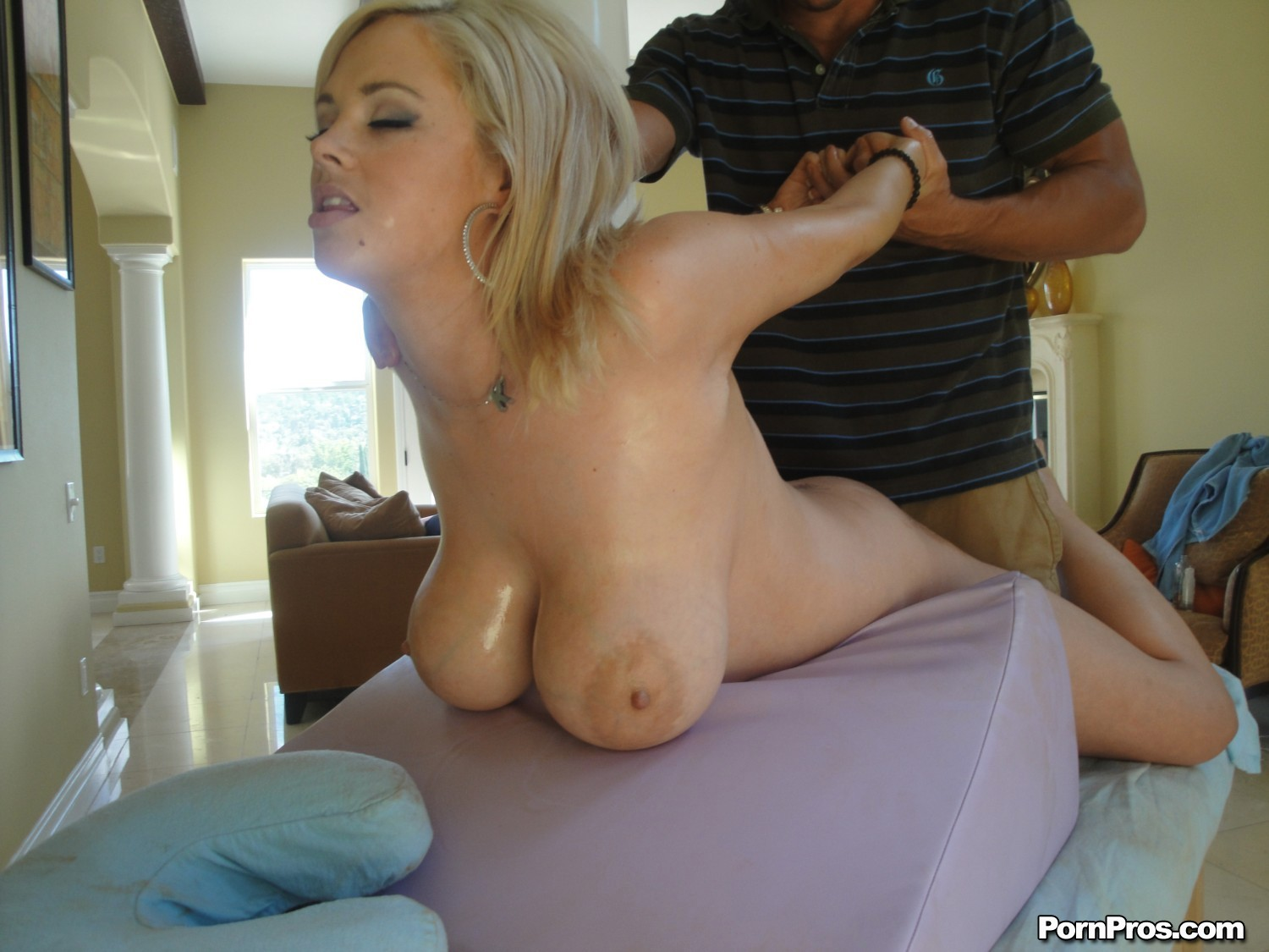 http://images.galleries.pornpros.com/galleries.massagecreep.com/htdocs/pb03/pb03_kathycox/full/08.jpg