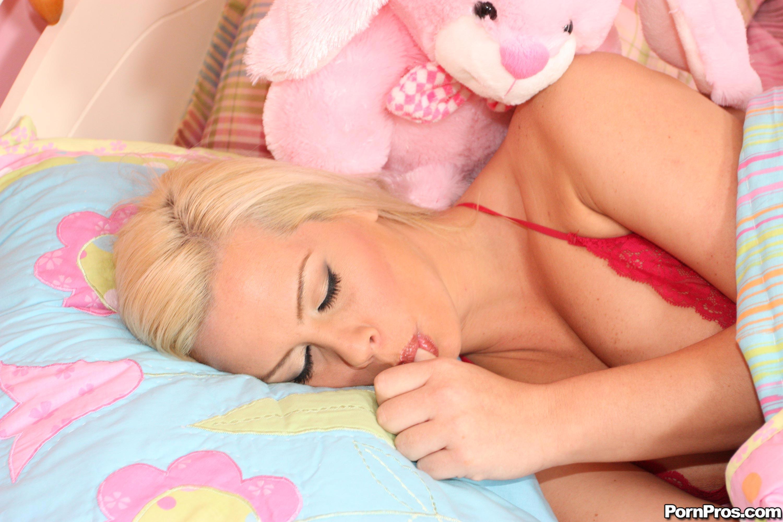 Спит и сосёт 12 фотография