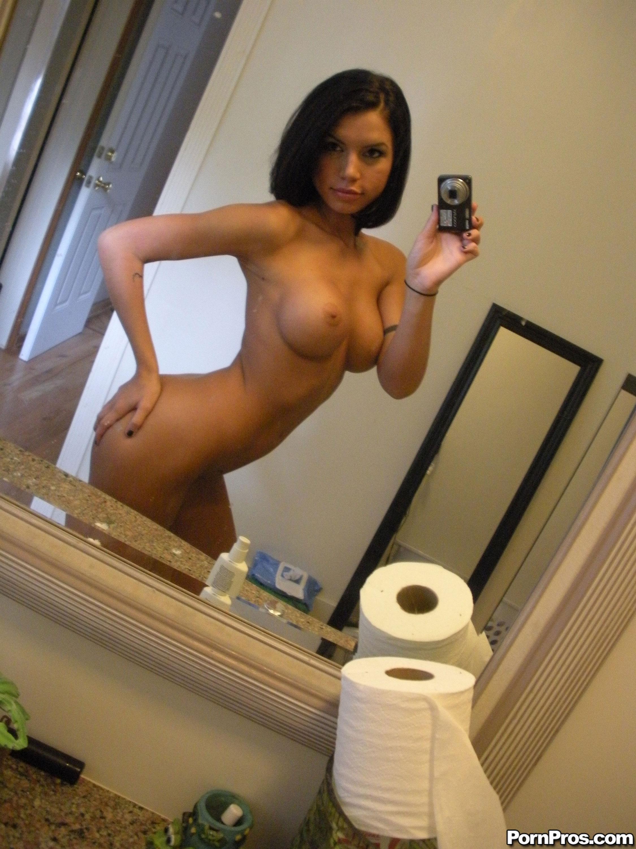 Шикарная девушка фоткает свое загорелое тело 10 фотография
