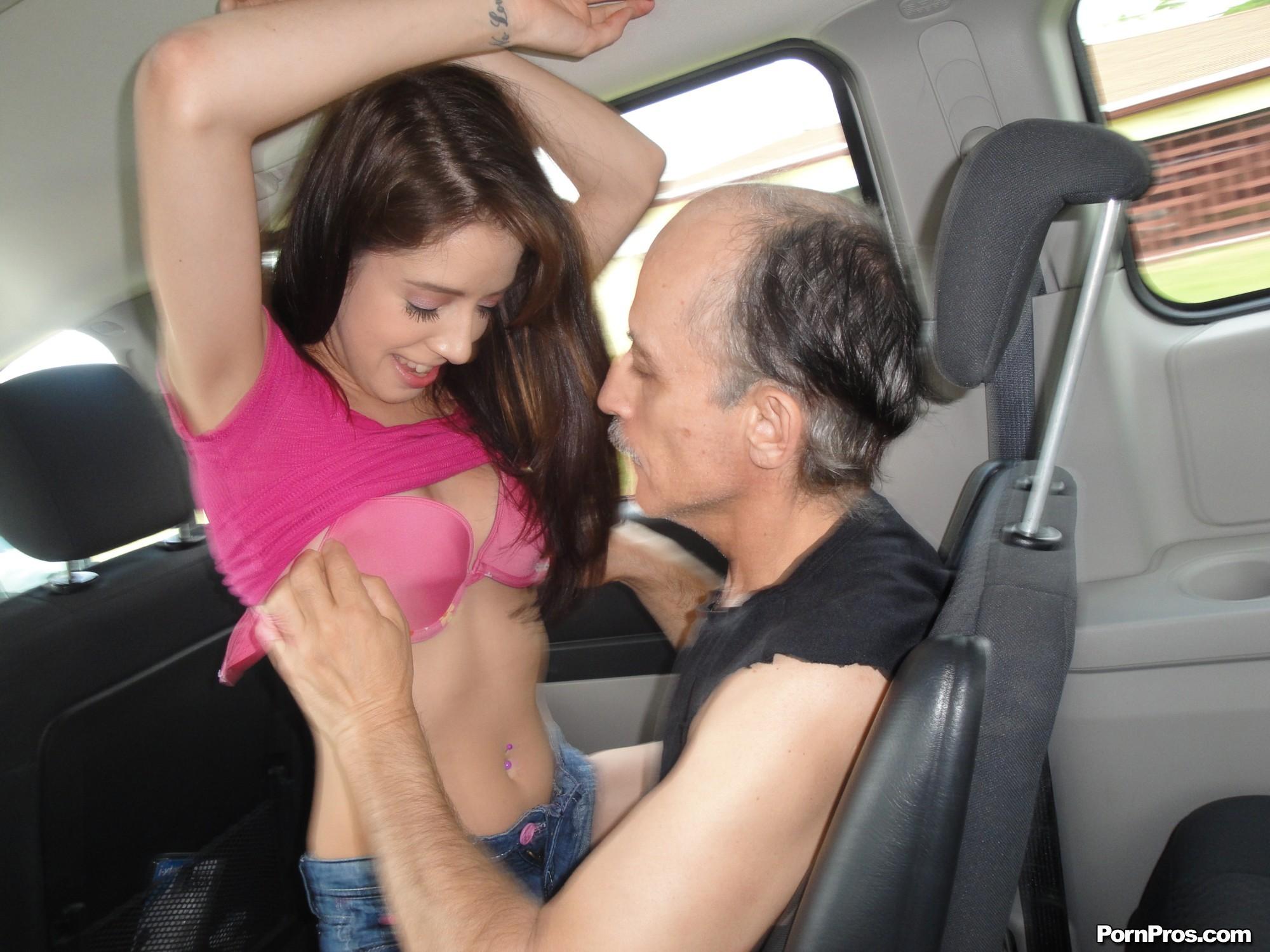 Смотреть как дочка ебеться с отцом 7 фотография