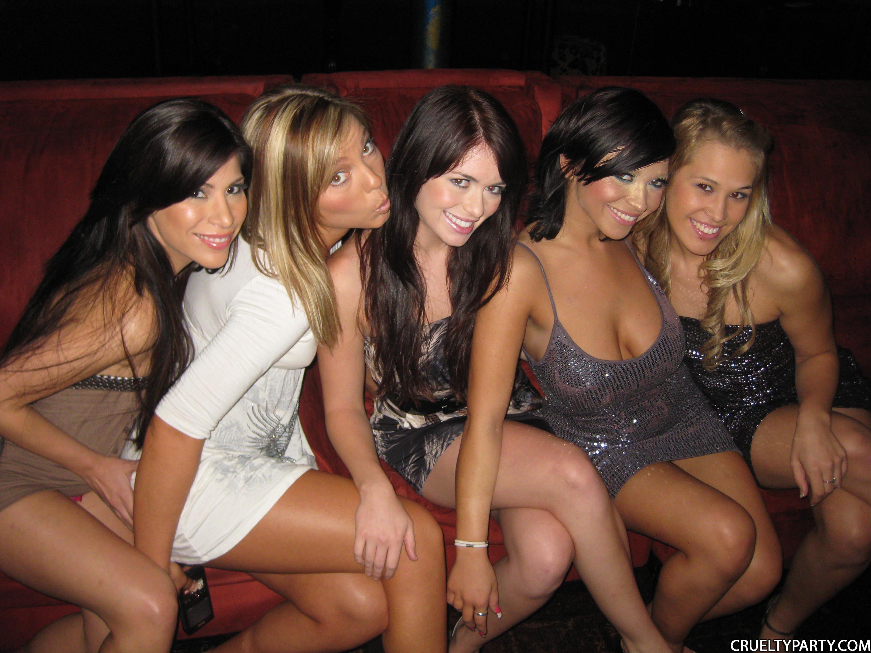 Телки на дискотеке фото, Сексуальные страсти на большой дискотеке молодежи 3 фотография