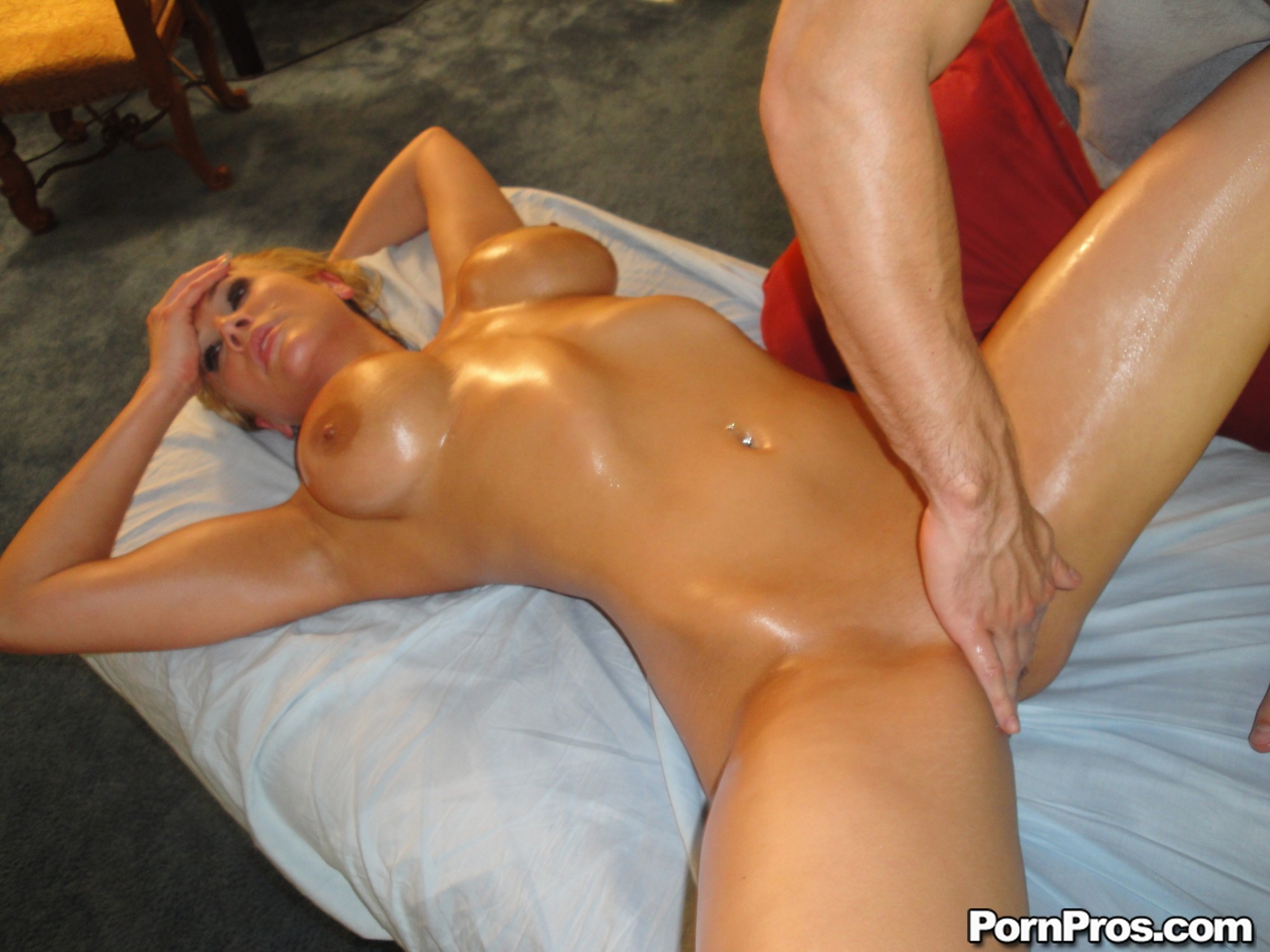 nude blonde women and musculed men