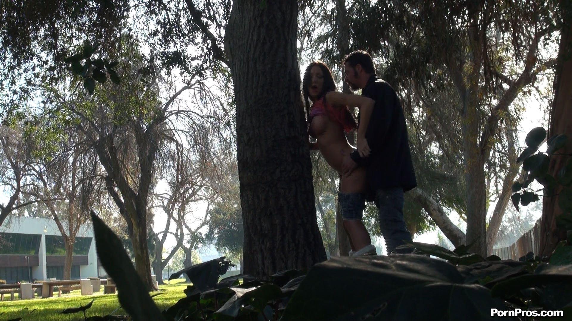 Секс посреди леса 7 фотография