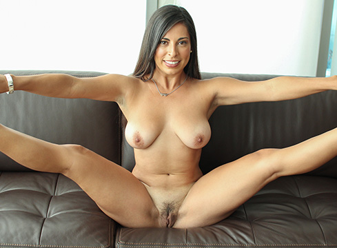 Hot Girl Sofia Rivera Worships Her Friends Big Dick - Picture 4