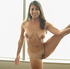 Hot Girl Sofia Rivera Worships Her Friends Big Dick - Picture 11