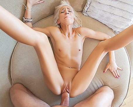 Смотреть фильмы онлайн порно мама ссыт в рот сыночку